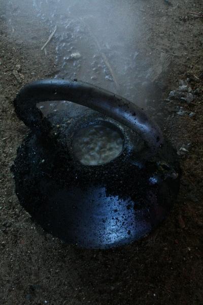 eau sur la théière pour fixer le carbone de l\'enfumage